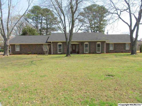 2304 Mountbrook Dr. S.E., Decatur, AL 35601 Photo 13