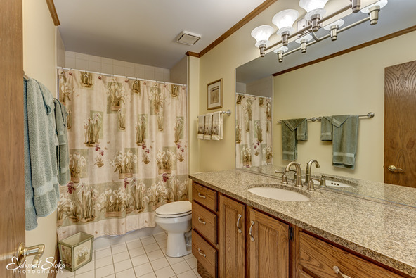 939 Wedgewood Dr., Crystal Lake, IL 60014 Photo 4