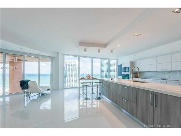 300 S. Pointe Dr. # 3105, Miami Beach, FL 33139 Photo 3