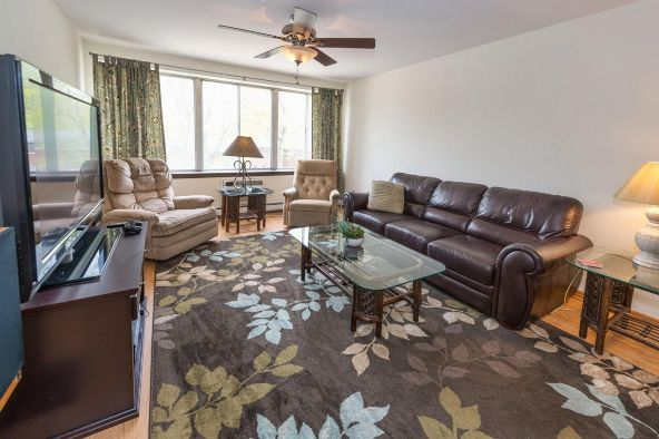 825 E. Henry Clay St. 301, Whitefish Bay, WI 53217 Photo 15