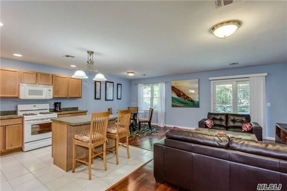 1004 Willow Pond Dr., Riverhead, NY 11901 Photo 5