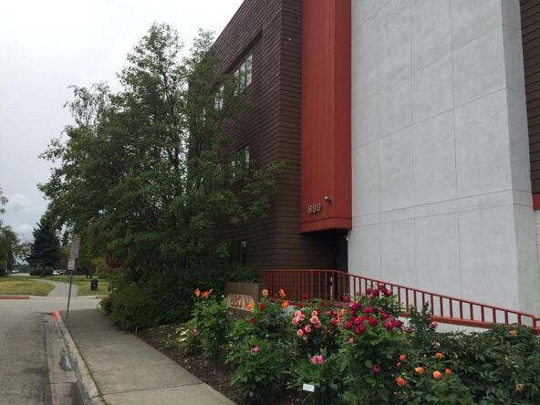 880 N. St., Anchorage, AK 99501 Photo 4