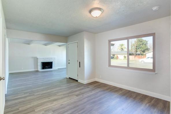 2992 Garland Avenue, Fresno, CA 93726 Photo 12