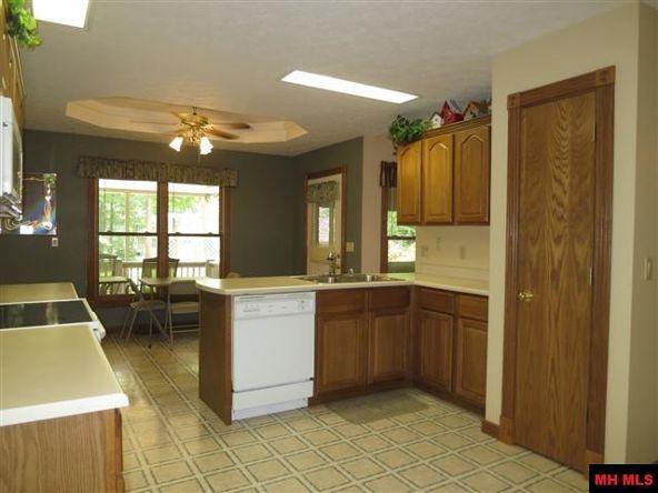 553 Baypoint Dr., Mountain Home, AR 72653 Photo 4